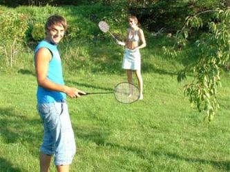Badminton på plenen på land